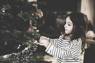 Christmas tree teamwork